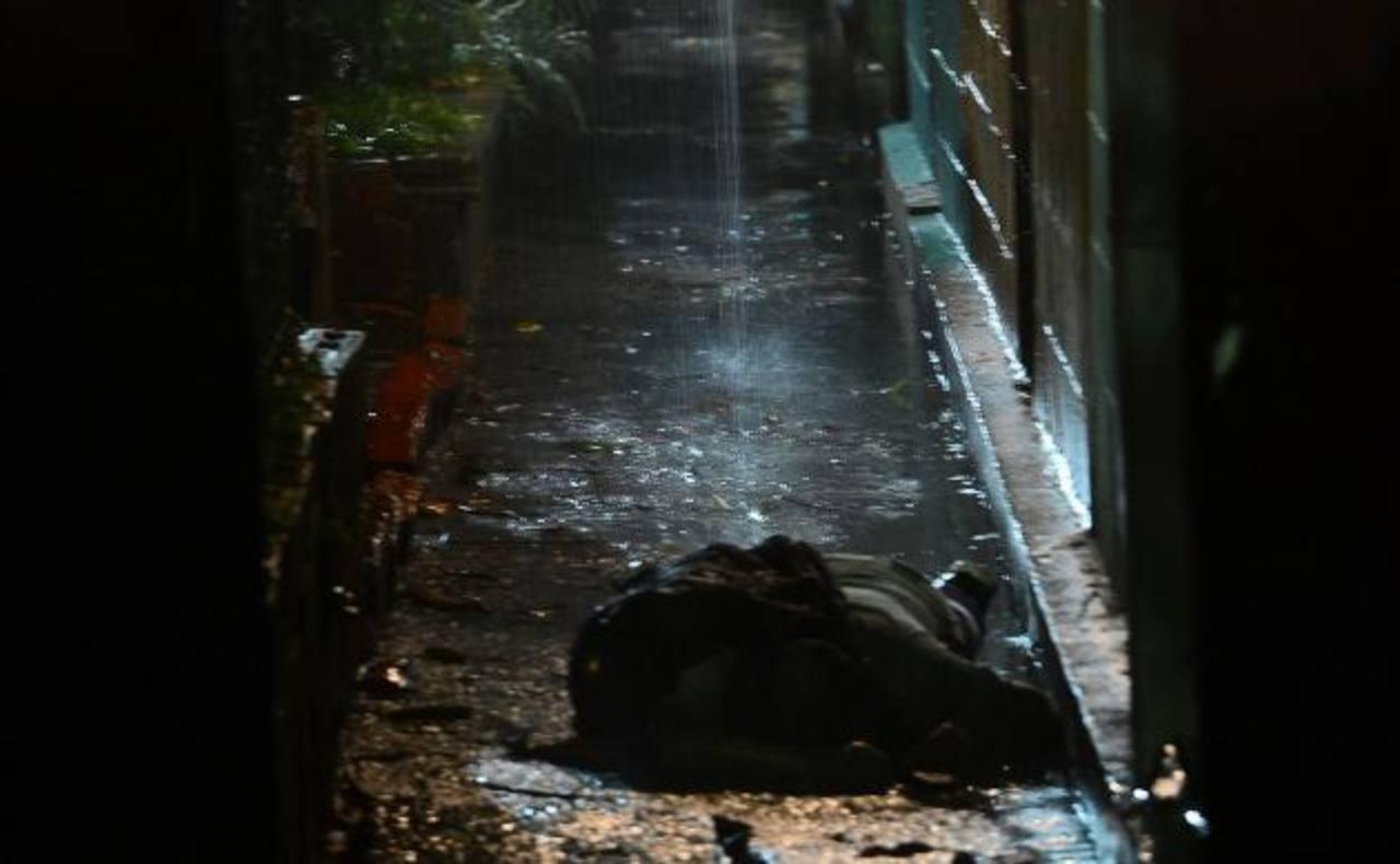 El agente PPI fue atacado anoche en Nueva Apopa, una mujer que lo acompañaba también fue asesinada. Foto EDH/miguel villalta