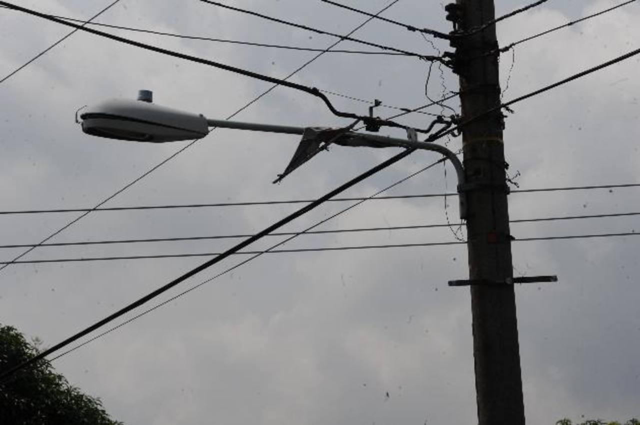 Los vecinos solicitan a la municipalidad que repare las lámparas de alumbrado público. foto edh / archivo