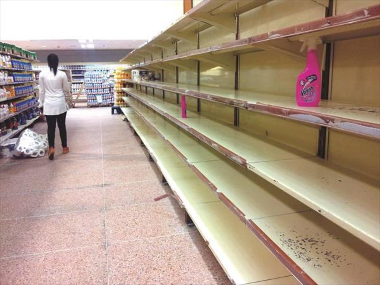 Según Datanálisis, la escasez de alimentos y productos básicos supera el 55 %, es decir que de cada 10 productos no se halla ni 5.