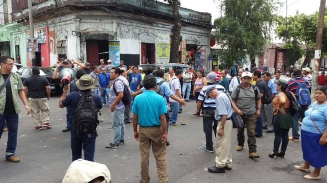 Varios heridos en trifulca entre sindicatos de la alcaldía de San Salvador