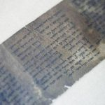 Exhiben ejemplar más antiguo de los 10 Mandamientos en Israel