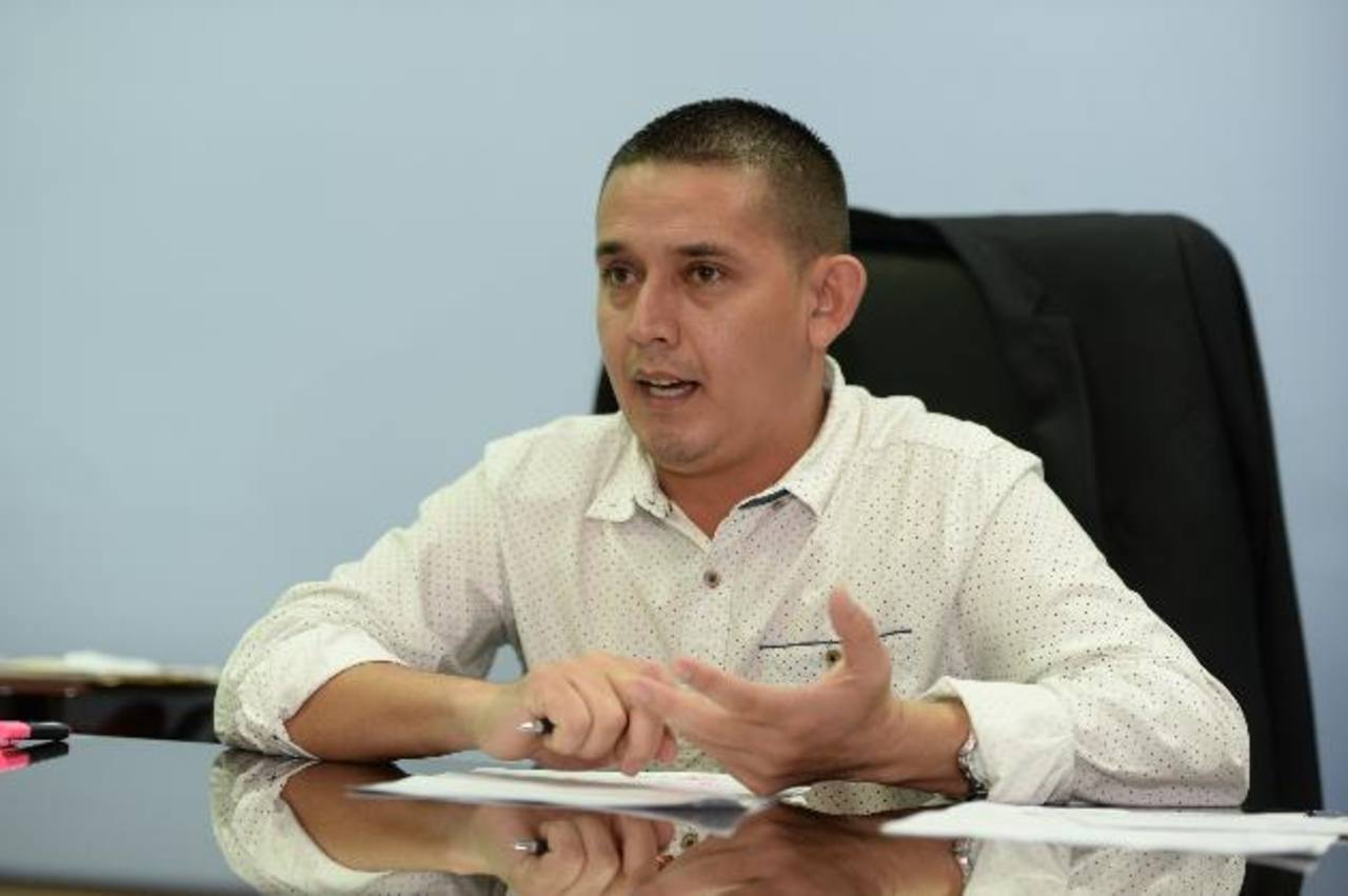 El munícipe Galileo Hernández explicó la comuna impulsa un plan de austeridad, lo que ayudará a enfocarse en proyectos para la población. fotos edh / huber rosales