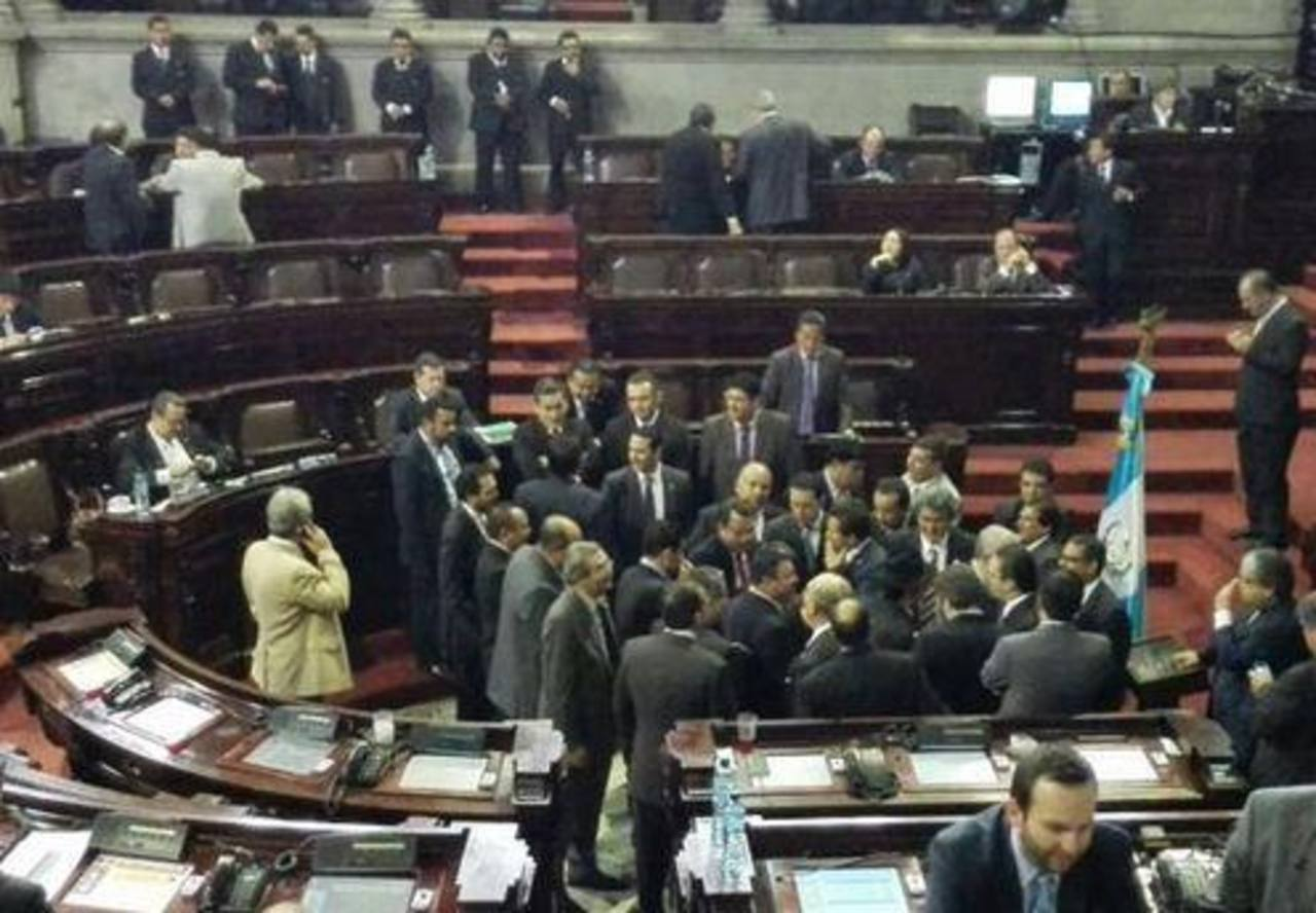 Congreso de Guatemala suspende sesión para elegir vicepresidente