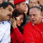 De izq. a der.: Nicolás Maduro, gobernante venezolano; su mujer, Cilia Flores, y el jefe del congreso, Diosdado Cabello. foto edh /archivo