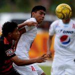 Partido friccionado y peleado. Alianza no pudo derrotar al Águila y el miércoles deberá verse las caras con FAS. Foto EDH/ Marlon Hernández