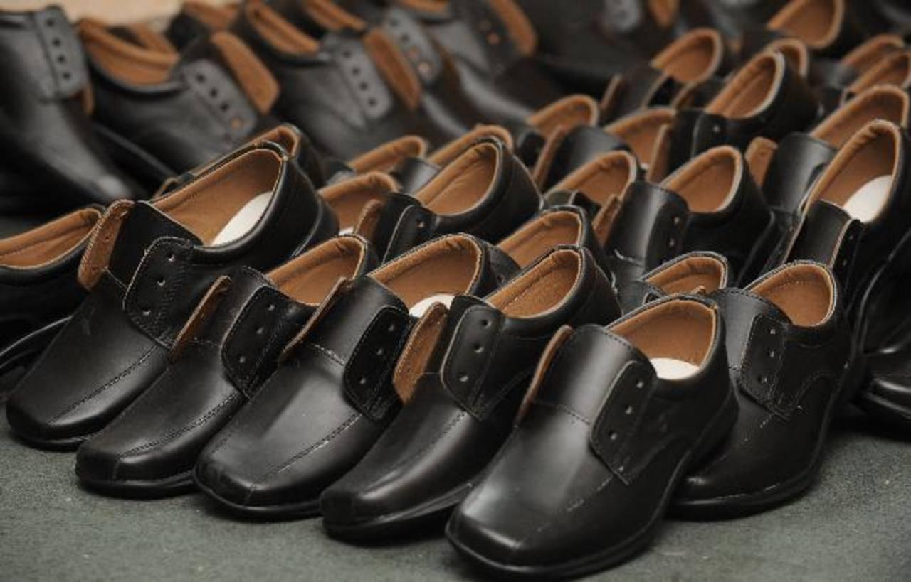 Son más de dos mil estudiantes que están a la espera de recibir su calzado para el año escolar 20015, pese a que este ya cumplió la mitad.