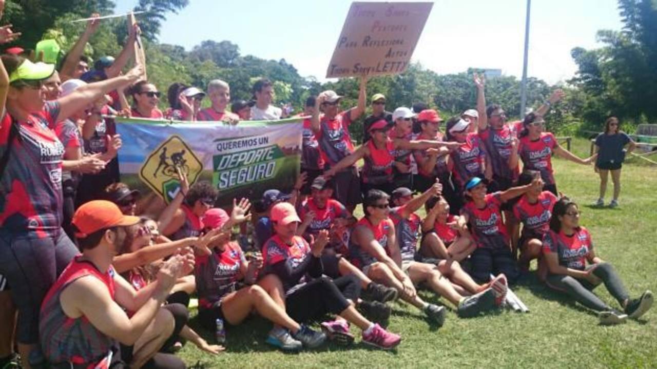 Deportistas participaron en marcha en pro de ciclista atropellada. /
