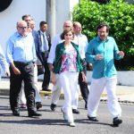 La reina Letizia, a su llegada al Centro Cultural España en El Salvador (CCESV), estuvo acompañada por el director de la institución, Fernando Fajardo.