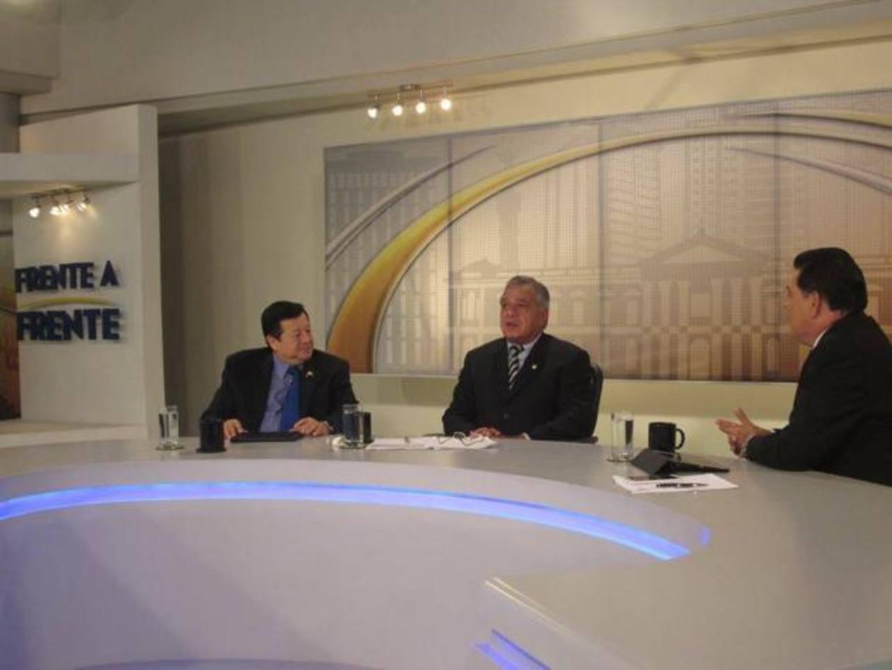 Tanto Almendáriz como Vargas coincidieron en la necesidad de dictaminar la ley de delitos informáticos. foto edh / archivo