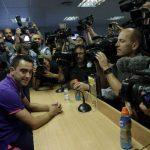 Así de intensa fue la rueda de prensa en la que Xavi anunció su adiós al Barça. Foto EDH/EFE