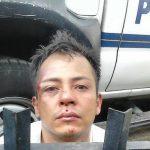 Policías arrestaron a Donald Henríquez, acusado de intentar robar a los pasajeros de un bus de la Ruta 101. Foto EDH / pnc