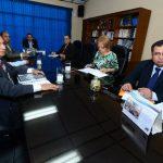 El presidente del Consejo, Santos Cecilio Treminio (derecha), dirige la reunión del pleno de la institución. Foto EDH / Jaime García