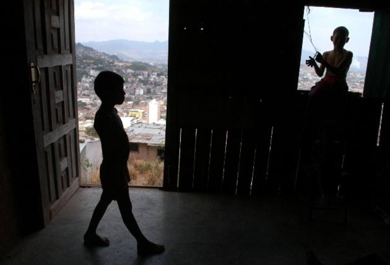 Con el préstamo se entregará dinero a las familias pobres, a cambio de que sus hijos vayan a la escuela. Foto EDH/Archivo