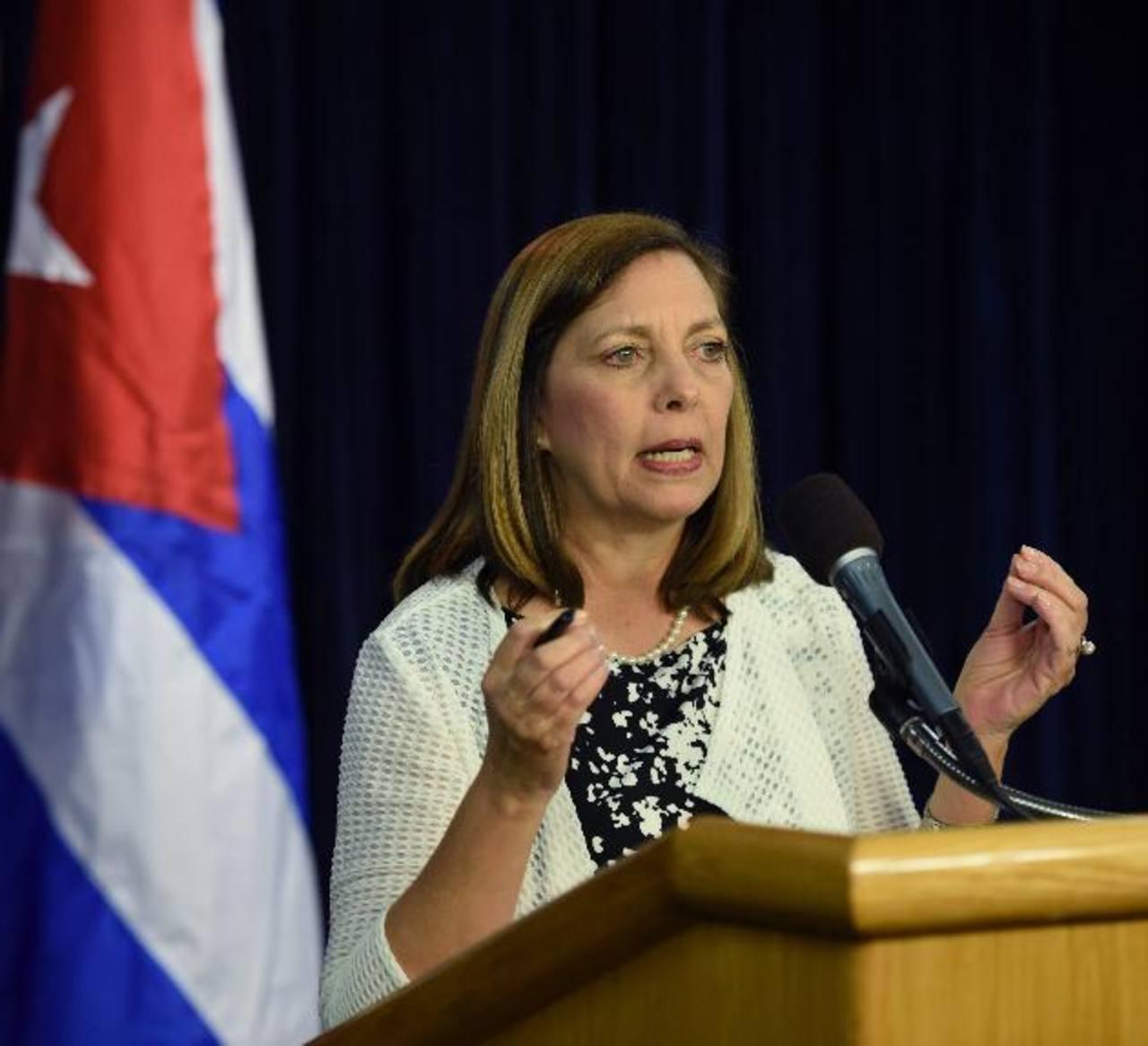 La funcionaria cubana Josefina Vidal y su par estadounidense Roberta Jacobson ayer en conferencia de prensa. fotos edh/EFE