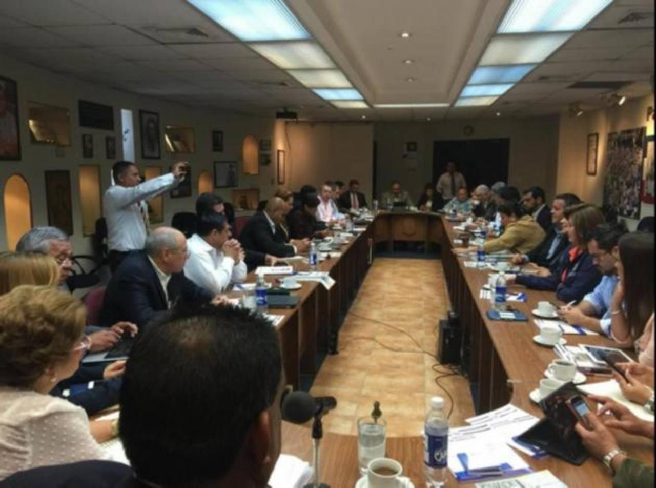 Los 35 diputados se reunieron ayer en la Asamblea Legislativa. Fotos EDH / Cortesía