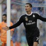 Cristiano Ronaldo marcó su noveno triplete en esta temporada en la Liga. Ya acaricia el premio a máximo anotador. Foto EDH/ AP