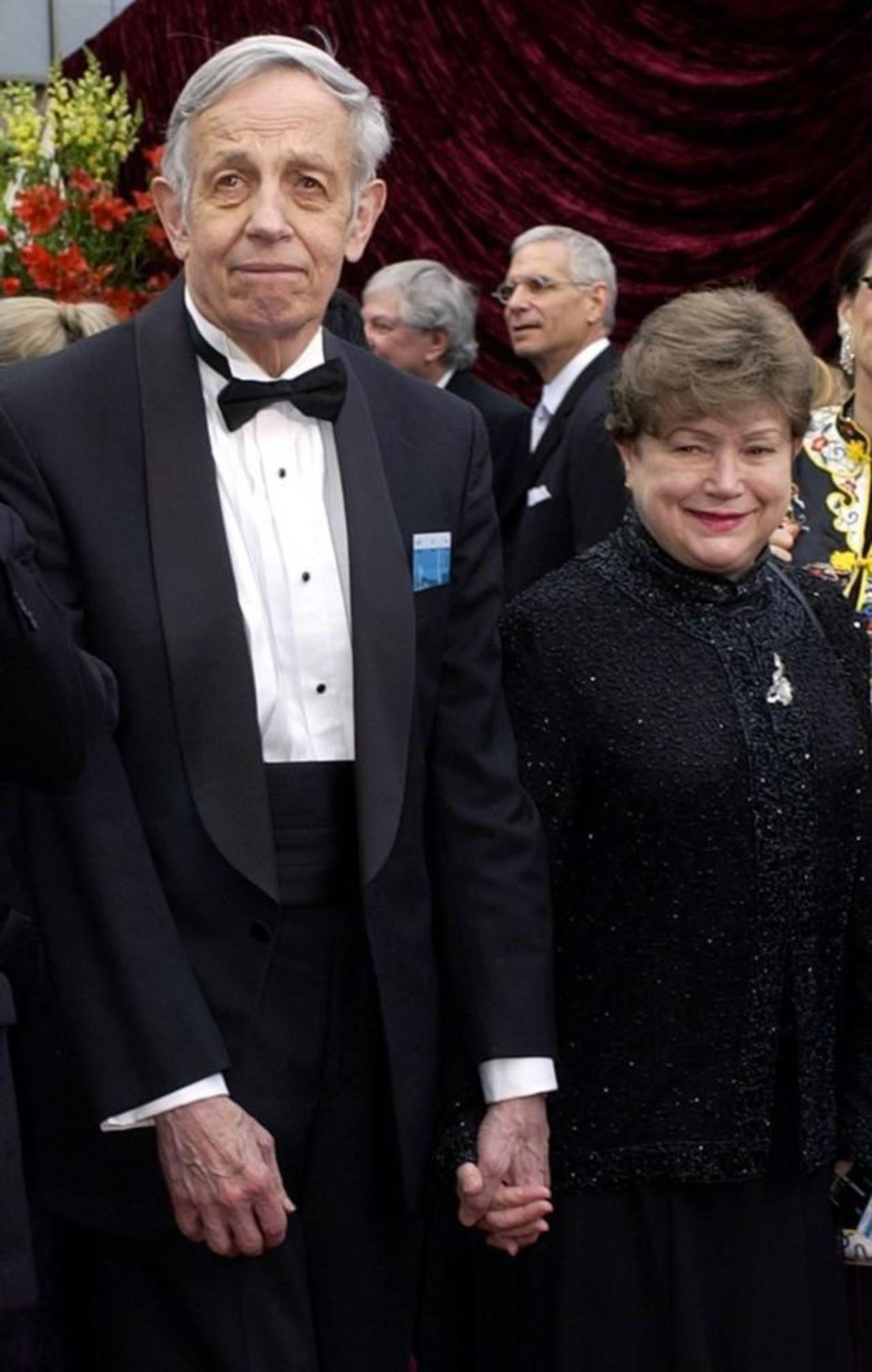 La pareja entrando al Teatro Kodak para la gala de los premios Óscar 2002. Foto EDH /AP