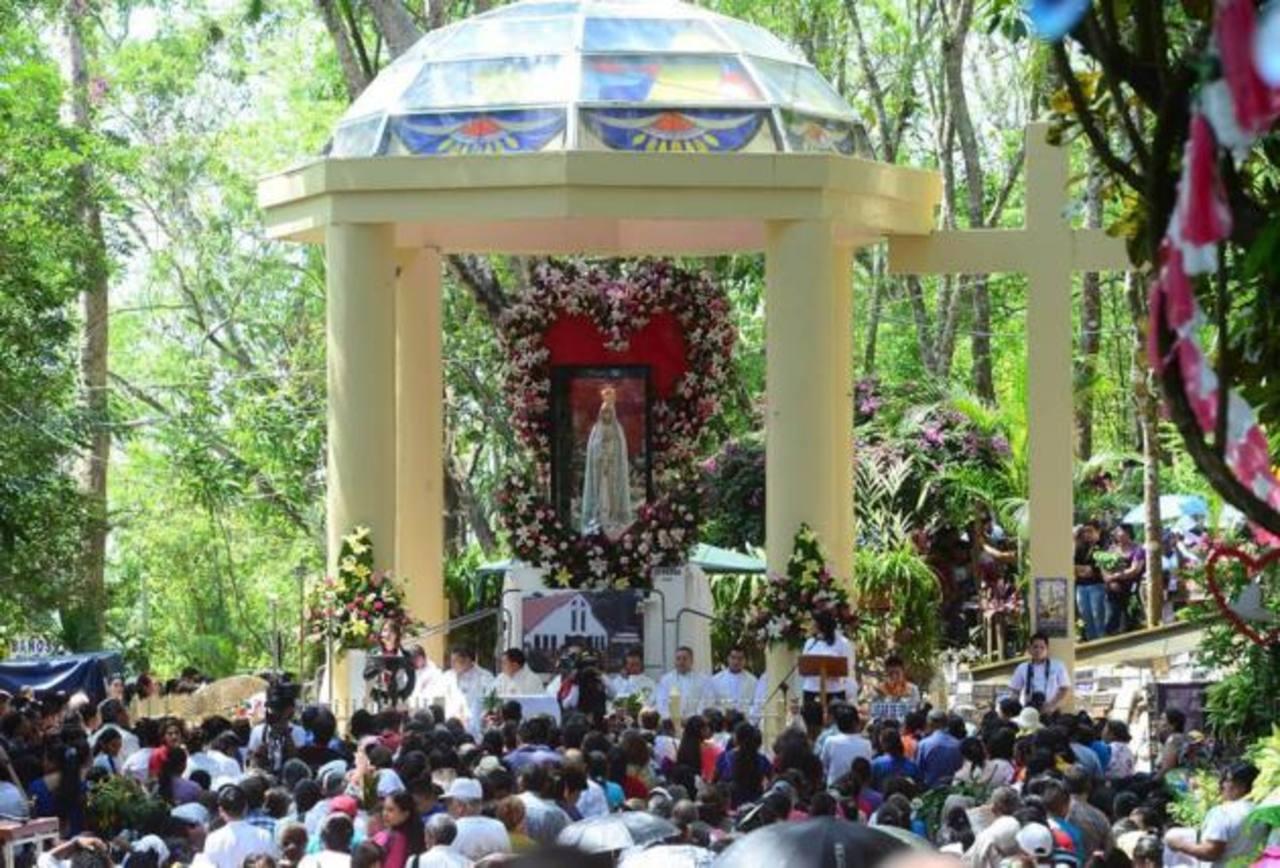 Católicos celebran 98 aniversario de la aparición de la Virgen de Fátima