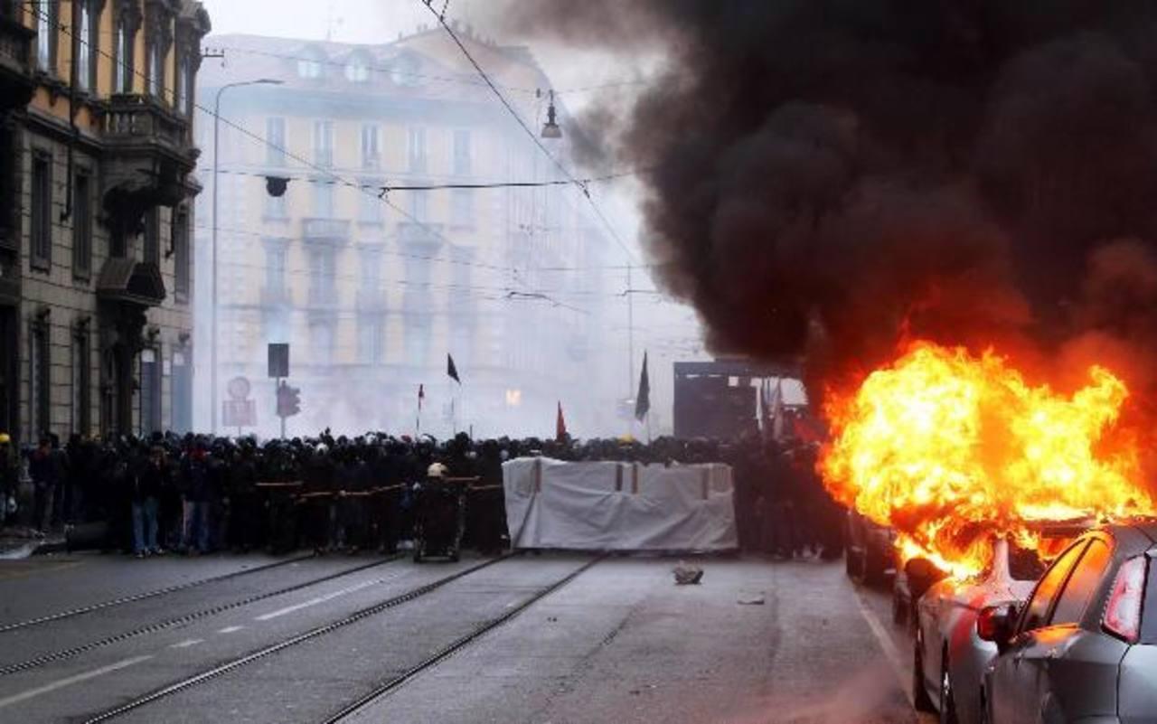 Los manifestantes quemaron varios vehículos. edh /EFE
