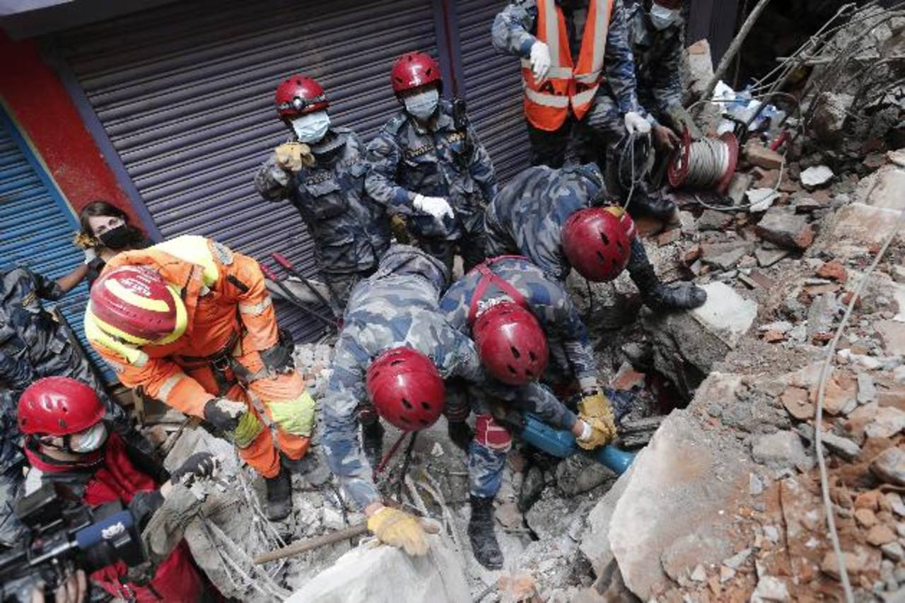 Aumenta cifra de víctimas del terremoto de Nepal