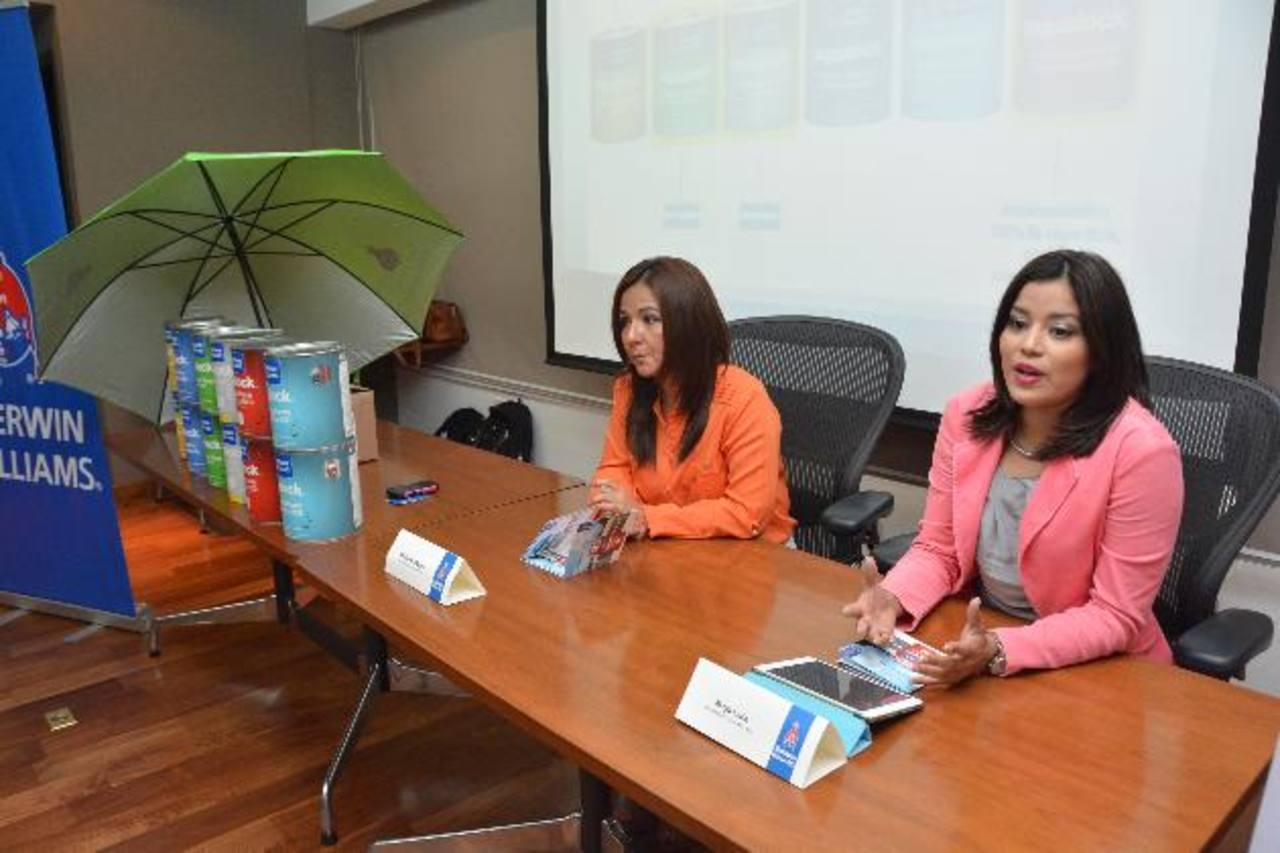 Representantes de Sherwim-Williams durante la presentación de la promoción. Foto EDH / David Rezzio.