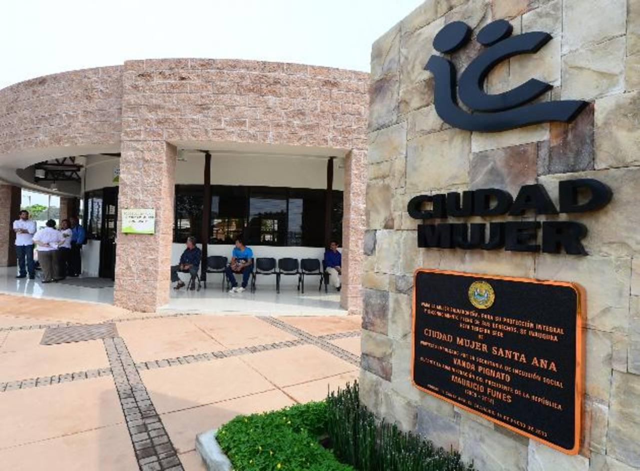 La 1a. sede de Ciudad Mujer surgió en marzo de 2011 en Lourdes, Colón. Siguió Usulután, Santa Ana, San Martín, San Miguel y Morazán. Fotos EDH / Mauricio Cáceres