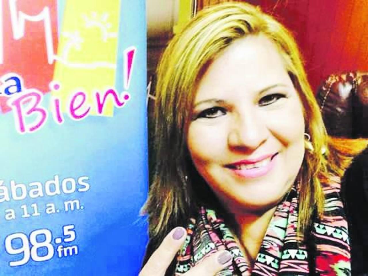 """El programa """"Pásala Bien"""" se transmite de 8:00 a 10:00 de la mañana todos los sábados. Es conducido por Isabel Ruiz."""