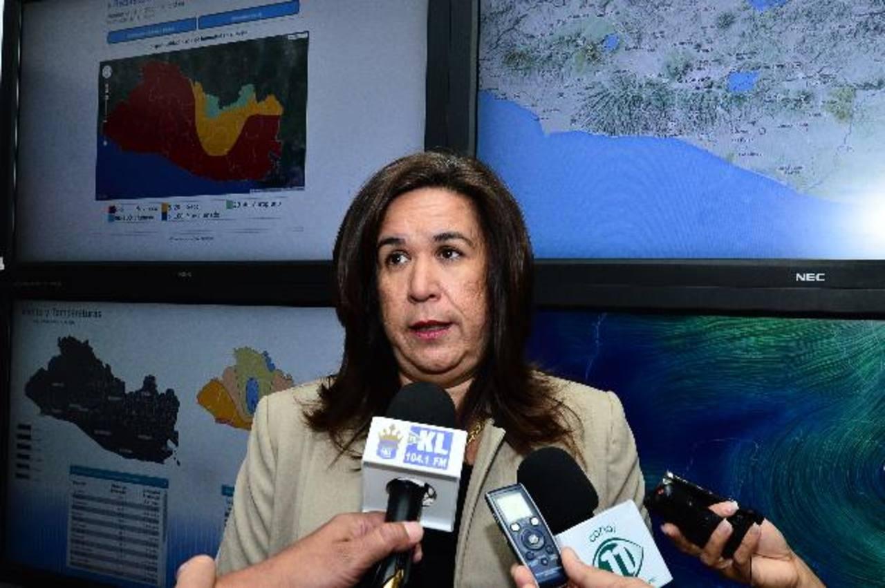 La titular de Medio Ambiente, Lina Pohl, reiteró que de 80 construcciones en el volcán sólo cinco tienen permiso.