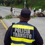 Protesta por desalojo crea caos en tráfico Santa Tecla