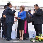 Mario Moreira, asumió ayer como alcalde de Santa Ana en un acto frente a la alcaldía. Él uso fondos propios para el acto. foto edh / iris lima