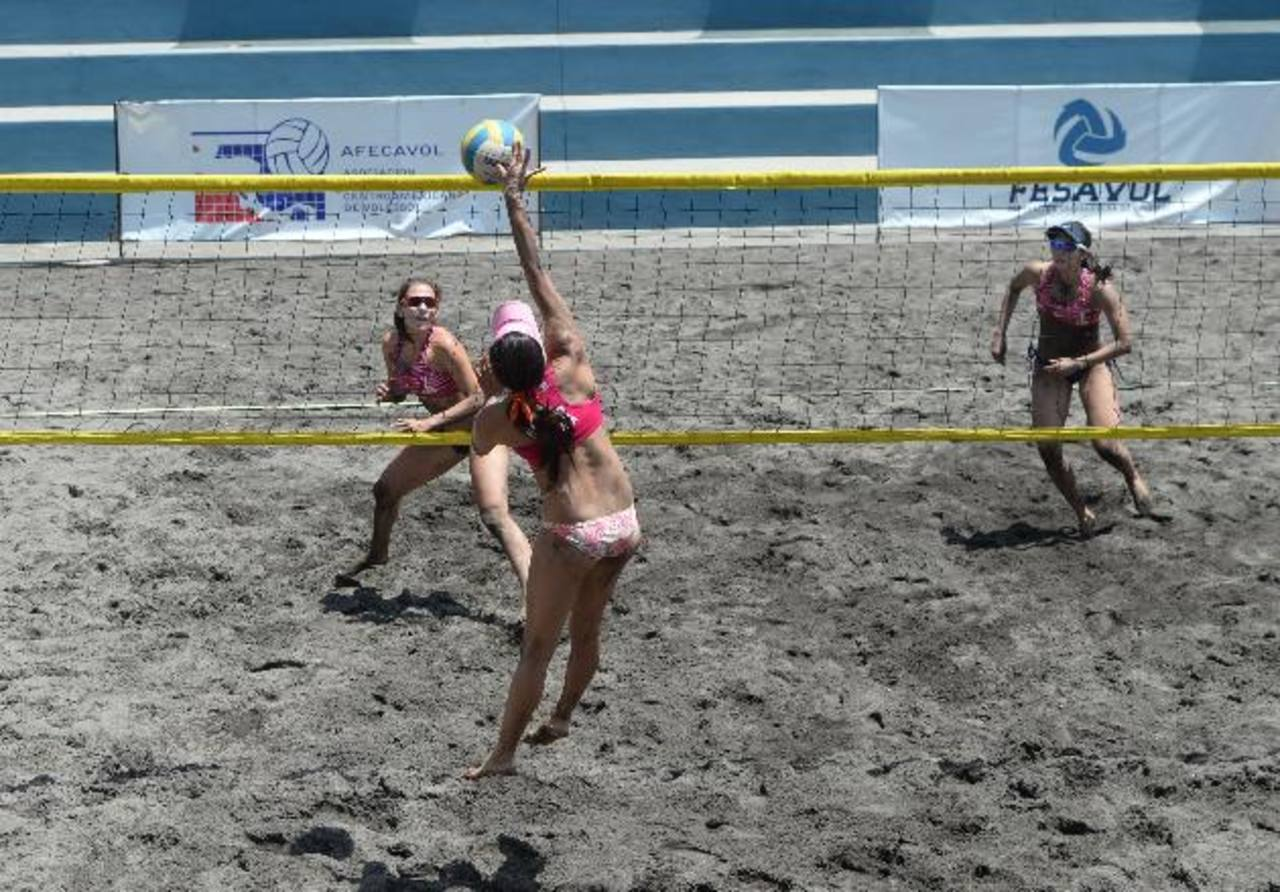 El voleibol de playa definió el fin de semana los clasificados para los Panamericanos de Toronto. Foto EDH / Marlon Hernández
