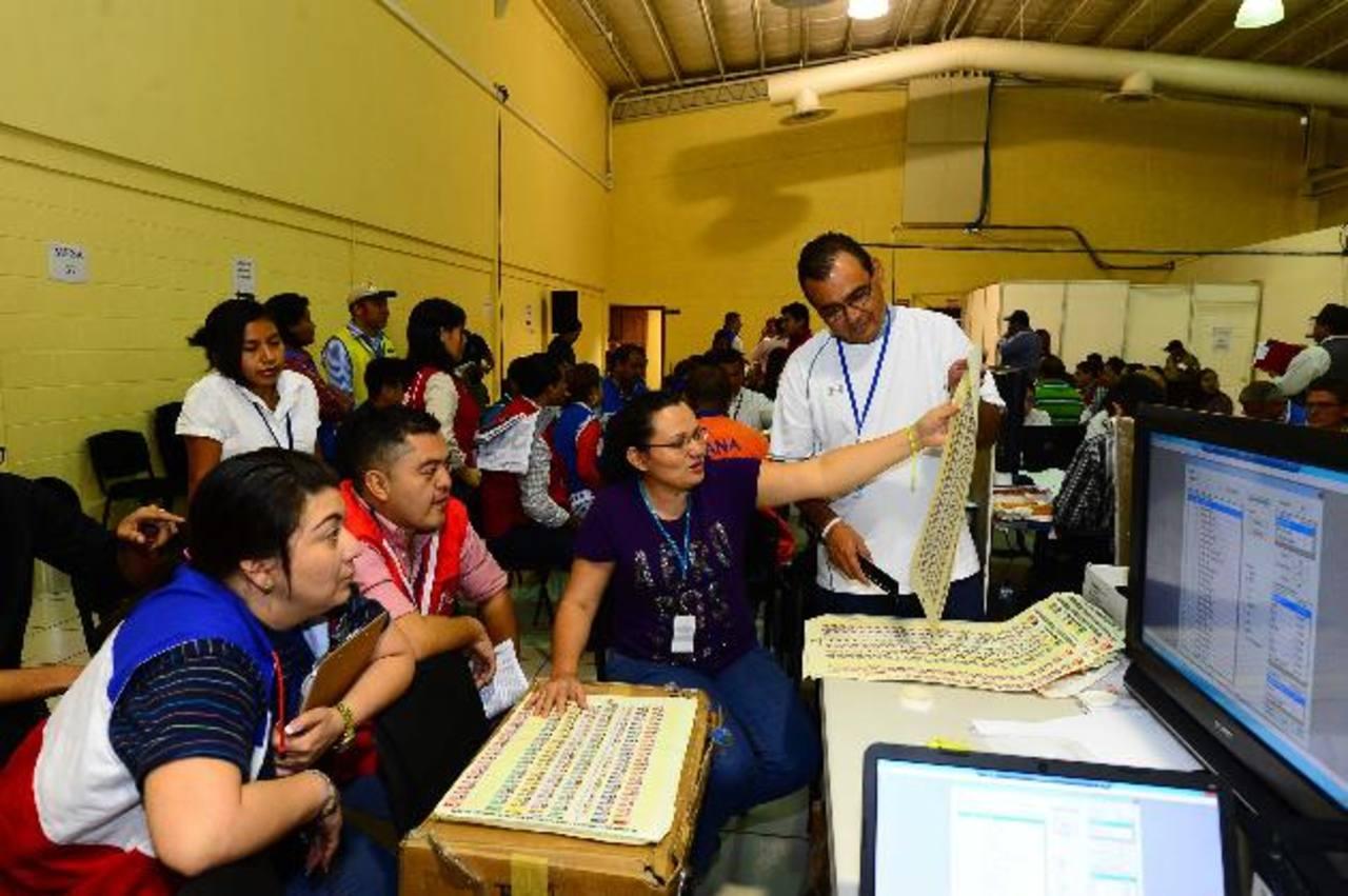 El segundo escrutinio de San Salvador continuará mañana. foto edh / omar carbonero