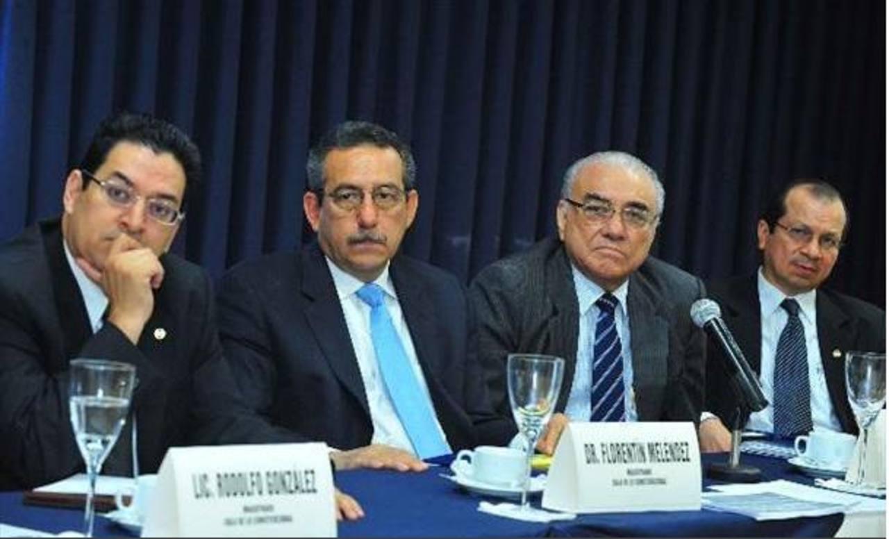 Los magistrados de la Sala de lo Constitucional, Rodolfo González, Florentín Meléndez, Belarmino Jaime y Sidney Blanco, están en la mira de GANA y el FMLN. Foto EDH / ARCHIVO