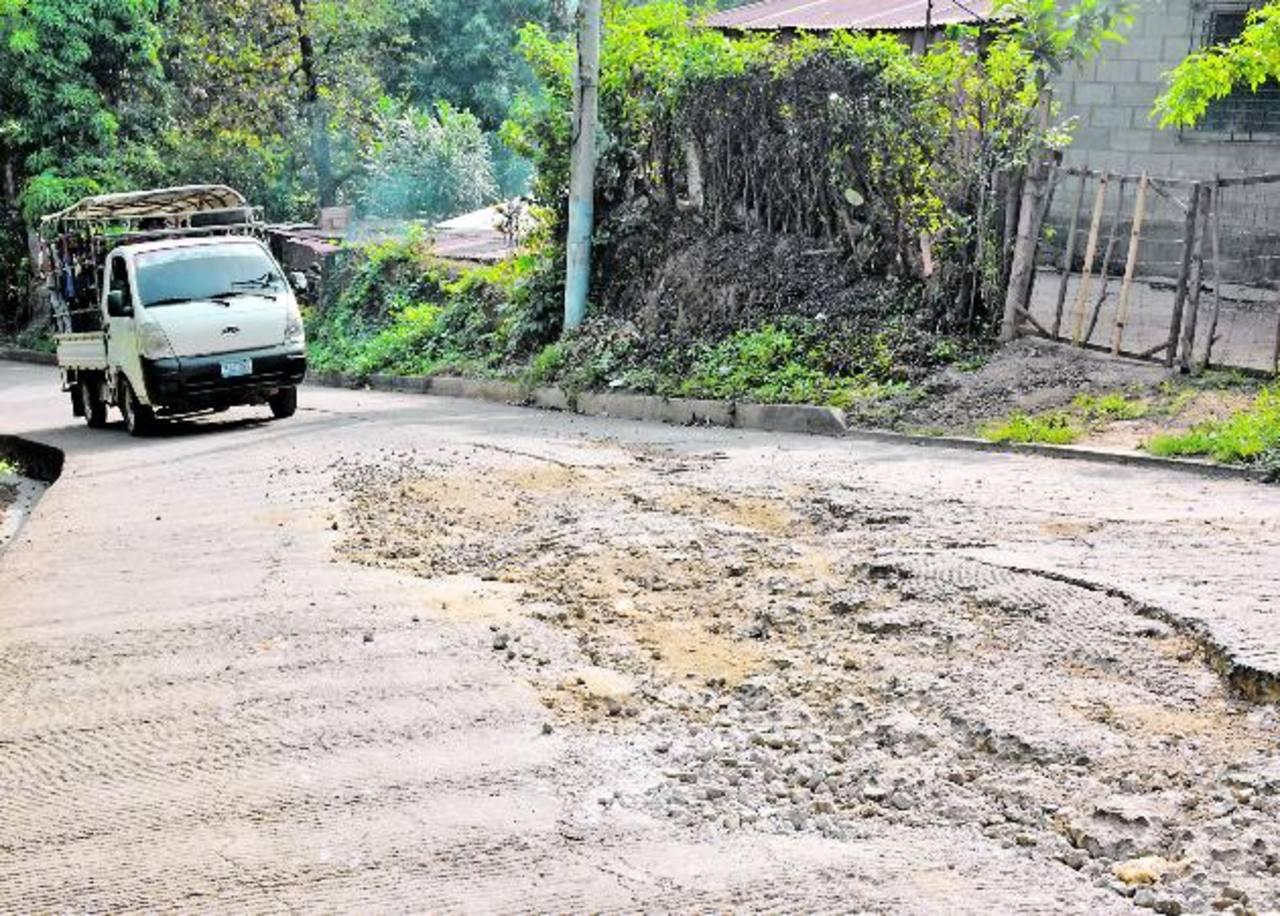 Los conductores sufren al esquivar los baches. Përo hay tramos en que es imposible evitarlos fotos edh / cristian diaz