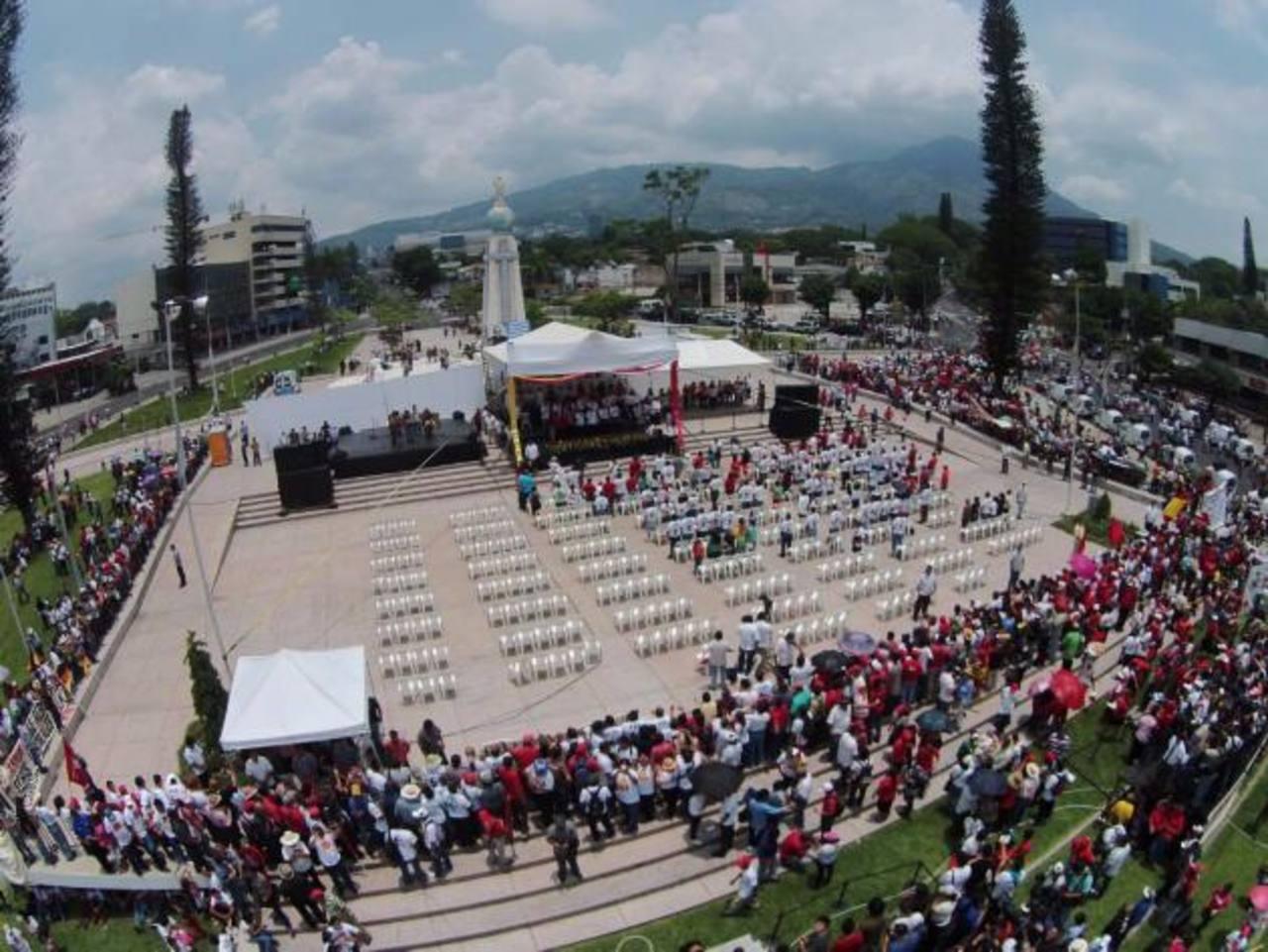 Sánchez Cerén arremete contra magistrados de la Sala