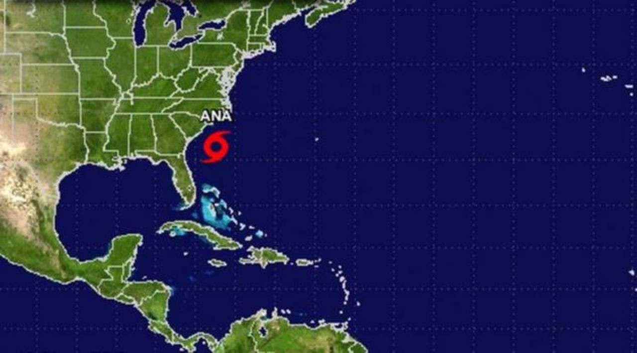Esta imagen de satélite muestra a la tormenta Ana a lo largo de la costa de Carolina del Sur, provocando tormentas eléctricas aisladas en la costa con aguaceros desde Carolina del Norte hasta Florida.