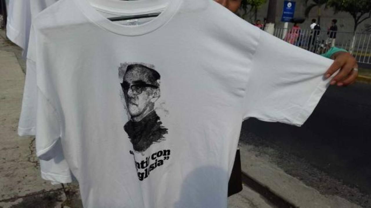 Buscarán milagros para canonizar a Monseñor Romero