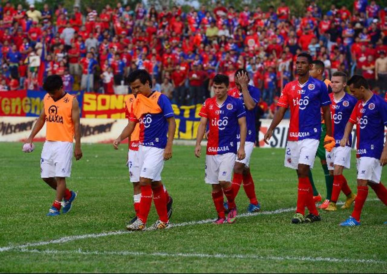 """El gol de Héctor """"Pito"""" Ramos se gritó porque fue el 2-0 'in extremis'. FAS llegará presionado al """"Calero"""". fotos edh / omar carboero y douglas urquilla"""