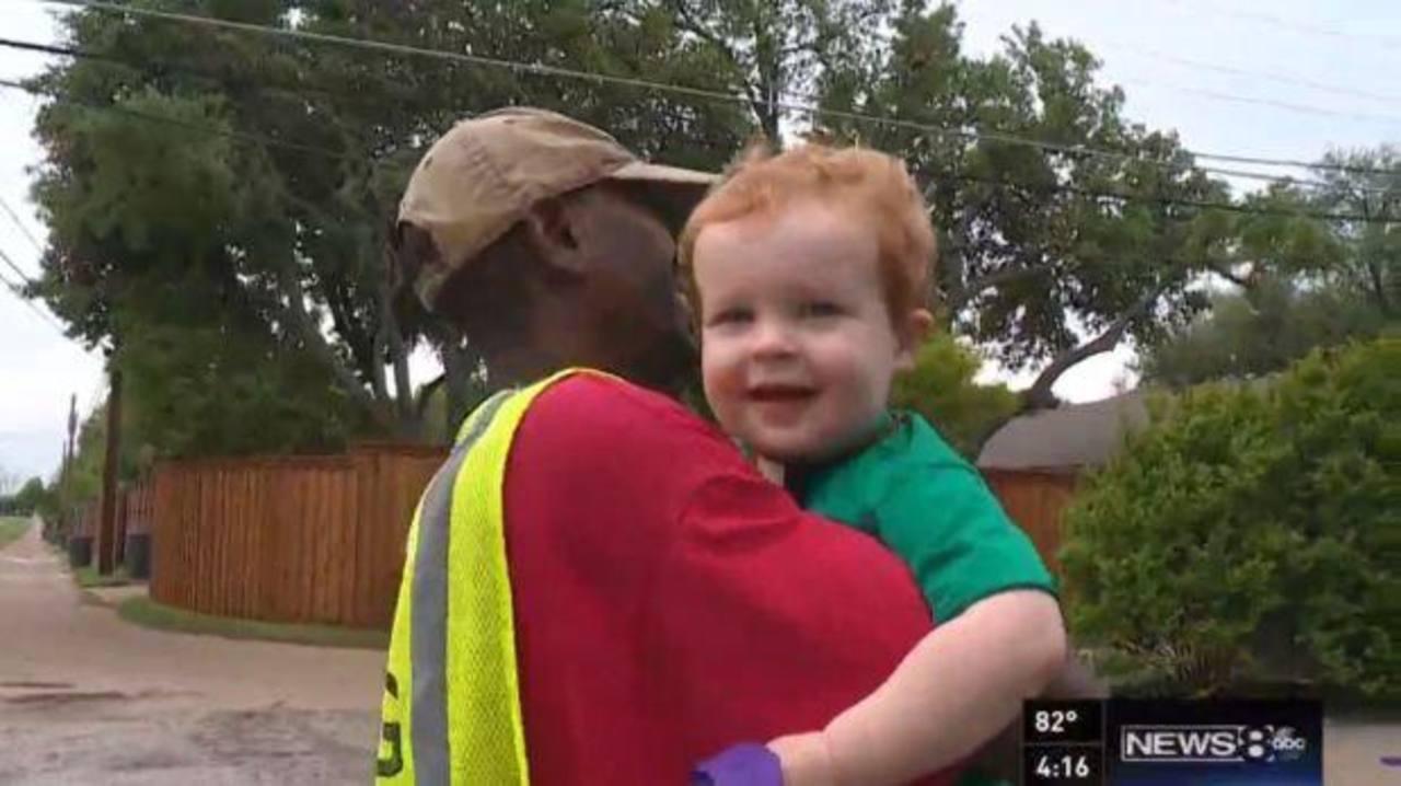 La tierna amistad entre un niño y un recolector de basura