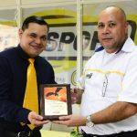 Durante la celebración del séptimo aniversario de la empresa, se reconoció el liderazgo de su gerente general, Nelson Aguirre. Foto EDH / René Estrada