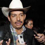 Político mexicano busca doble para atender obligaciones