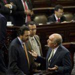 Diputados guatemaltecos discuten ayer durante la sesión plenaria en la que tenían previsto elegir al nuevo vicepresidente del país. foto edh /AP