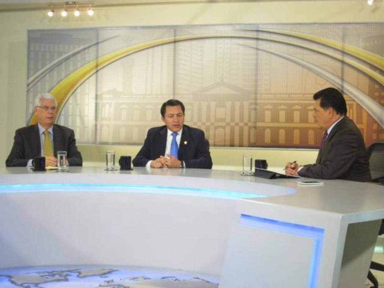 A la entrevista de Frente a Frente asistió además de Rodolfo Parker, el diputado del PCN, Mario Ponce.
