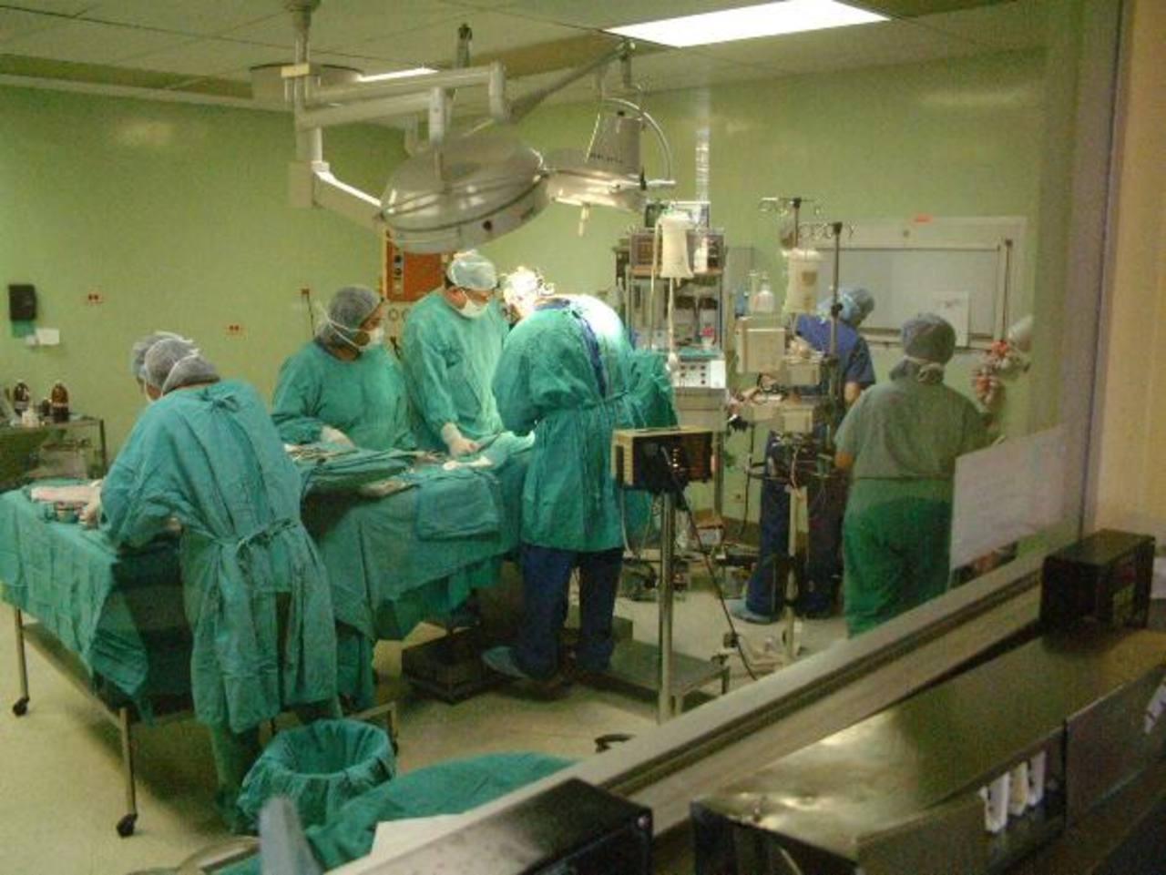Los médicos del Hospital Bloom están cumpliendo sólo con las operaciones de urgencia. Foto edh / ARCHIVO