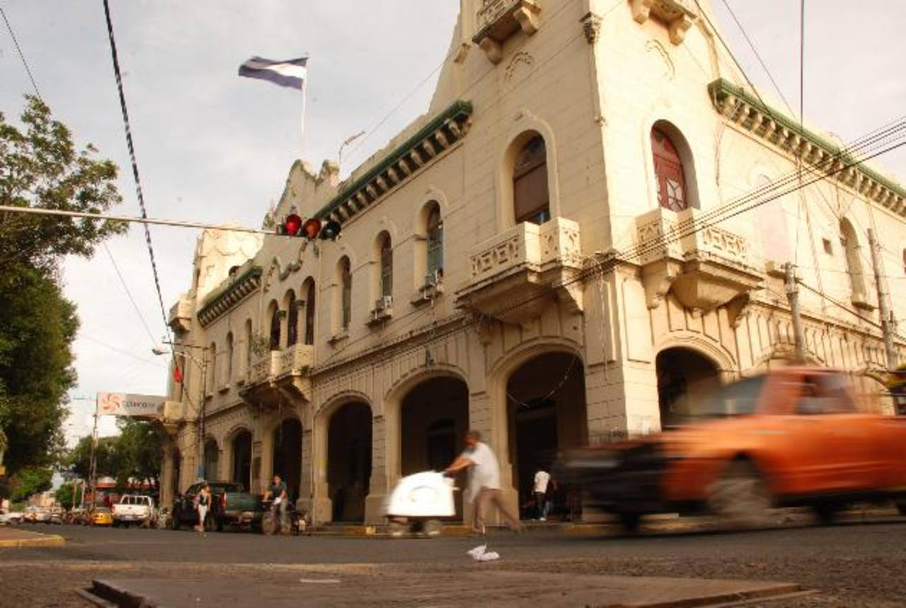 Los nuevos alcaldes deben enfrentar la carencia de fondos y las deudas para poder desarrollar proyectos. Foto EDH / Carlos Segovia