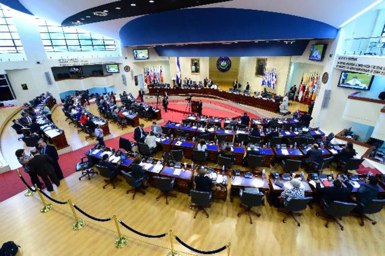 La ley de responsabilidad fiscal sigue en discusión en la Asamblea Legislativa, misma que aprueba los créditos. foto edh /