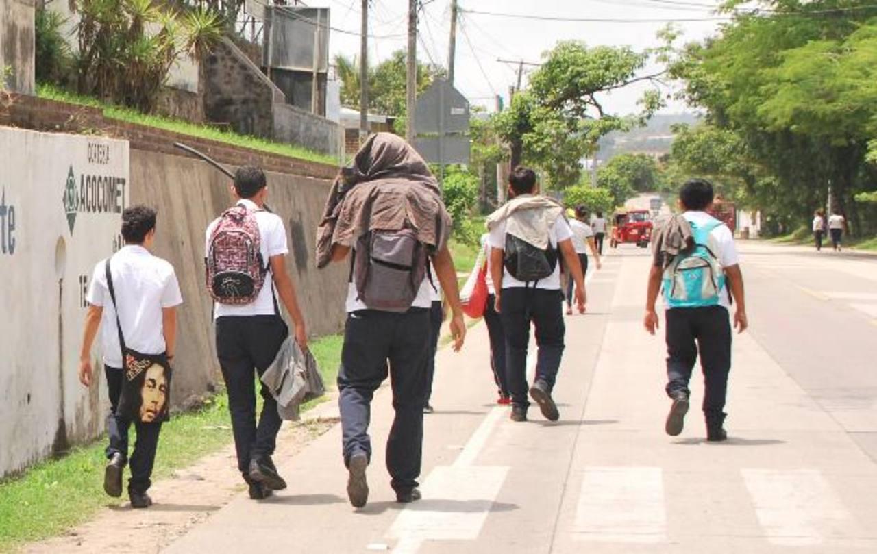 Pandillas han amenazado con lanzar granadas a centros educativos si no les entregan 5,000 dólares. Fotos EDH / Carlos Menjívar
