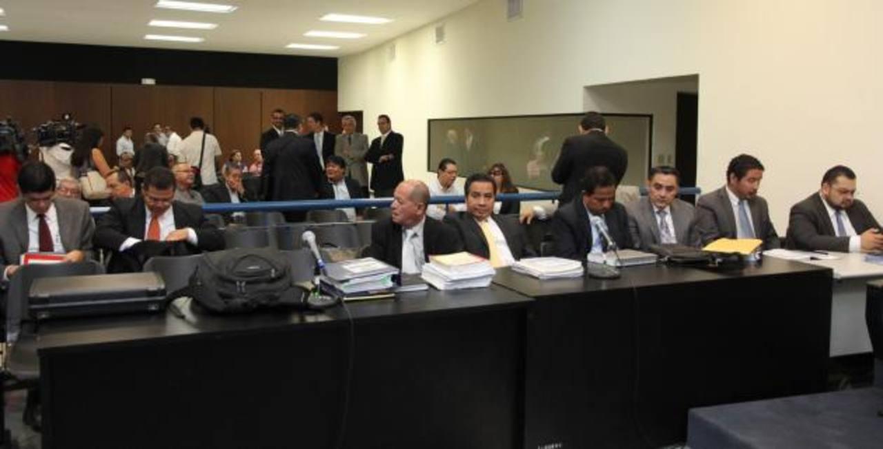 Hoy entra en su cuarto día la audiencia preliminar en contra de 17 personas acusadas en presunta corrupción en la construcción de bulevar Diego de Holguín tramo II. Foto EDH / Archivo.