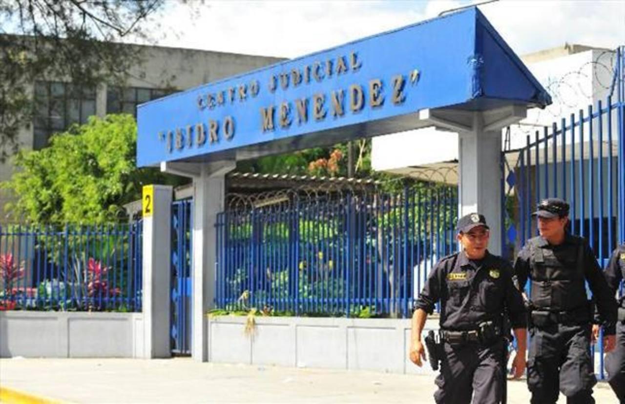 Fiscalía confirma tres delitos contra expresidente Francisco Flores