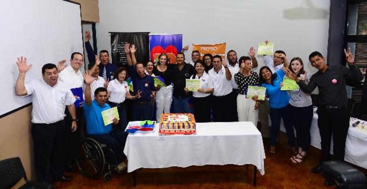 Las diferentes organizaciones celebran junto a representantes de la fundación Kriete al recibir la noticia de ser los finalistas de este año. Fotos EDH/ René Estrada